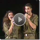 """להקת הנח""""ל של 1989 שרה את הפרוטה והירח במחרוזת שירי עבר של הלהקה"""